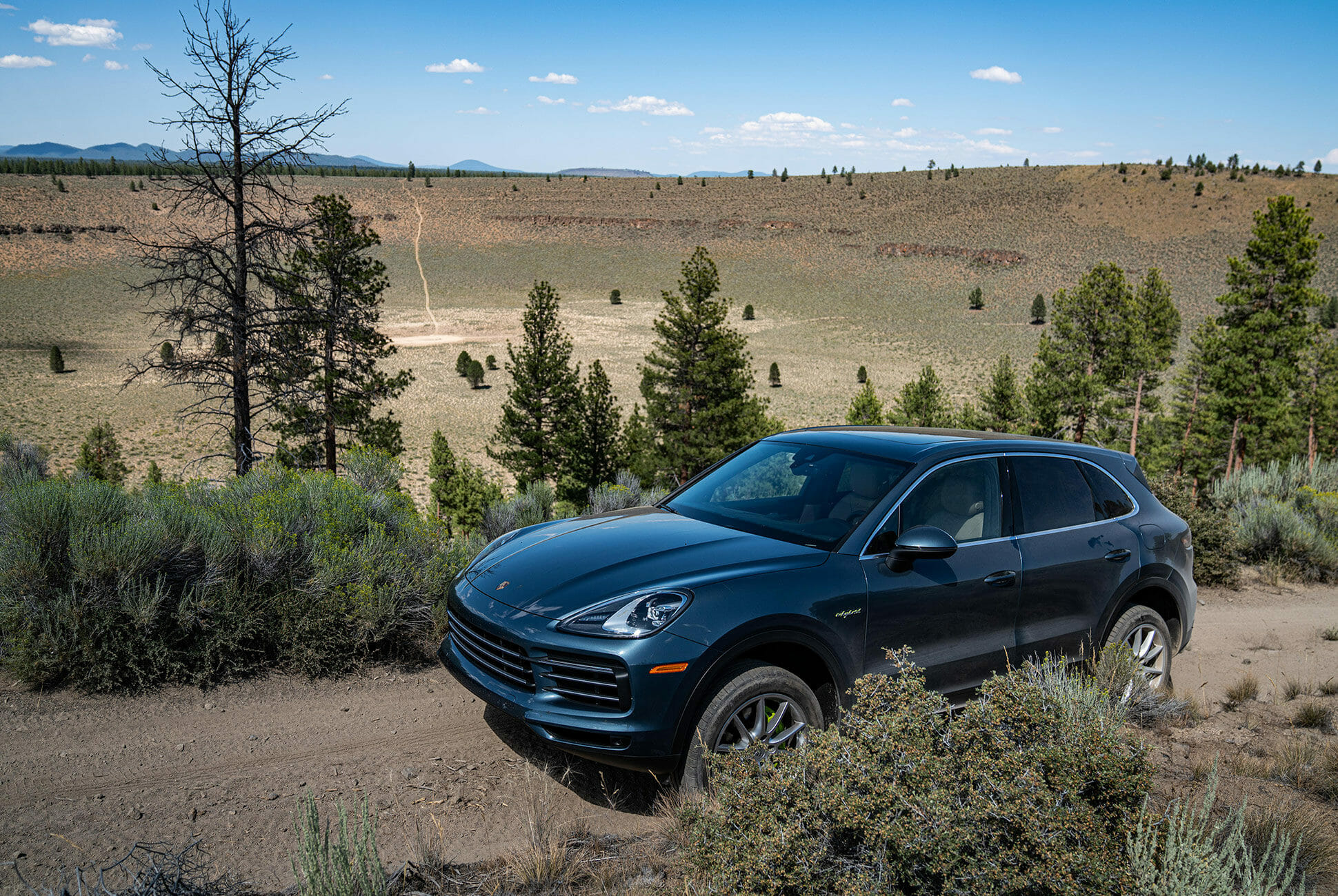 Pair-of-High-Tech-Porsche-Cayenne-Hybrids-gear-patrol-Hole-ambience-3