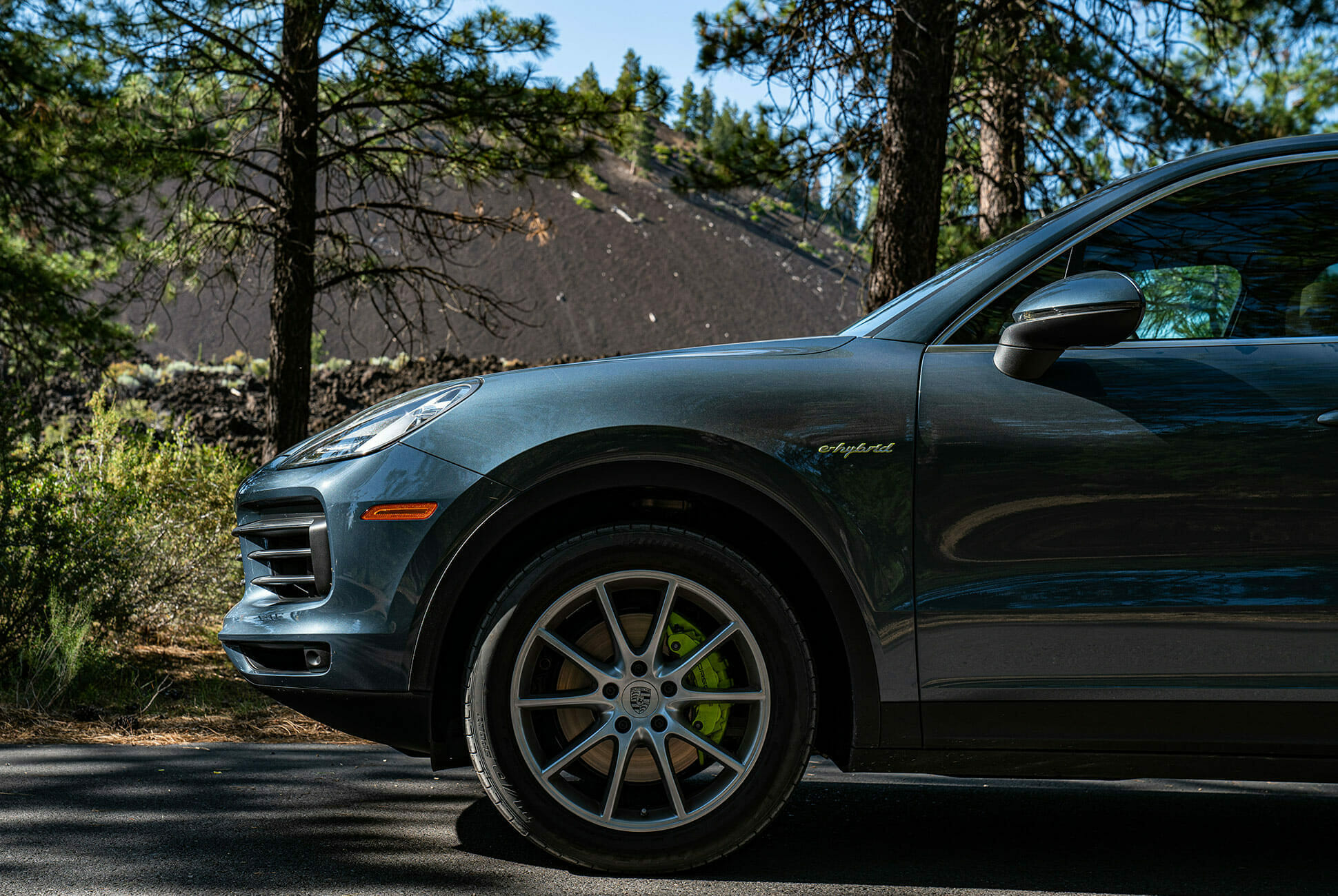 Pair-of-High-Tech-Porsche-Cayenne-Hybrids-gear-patrol-Lava-ambience-1