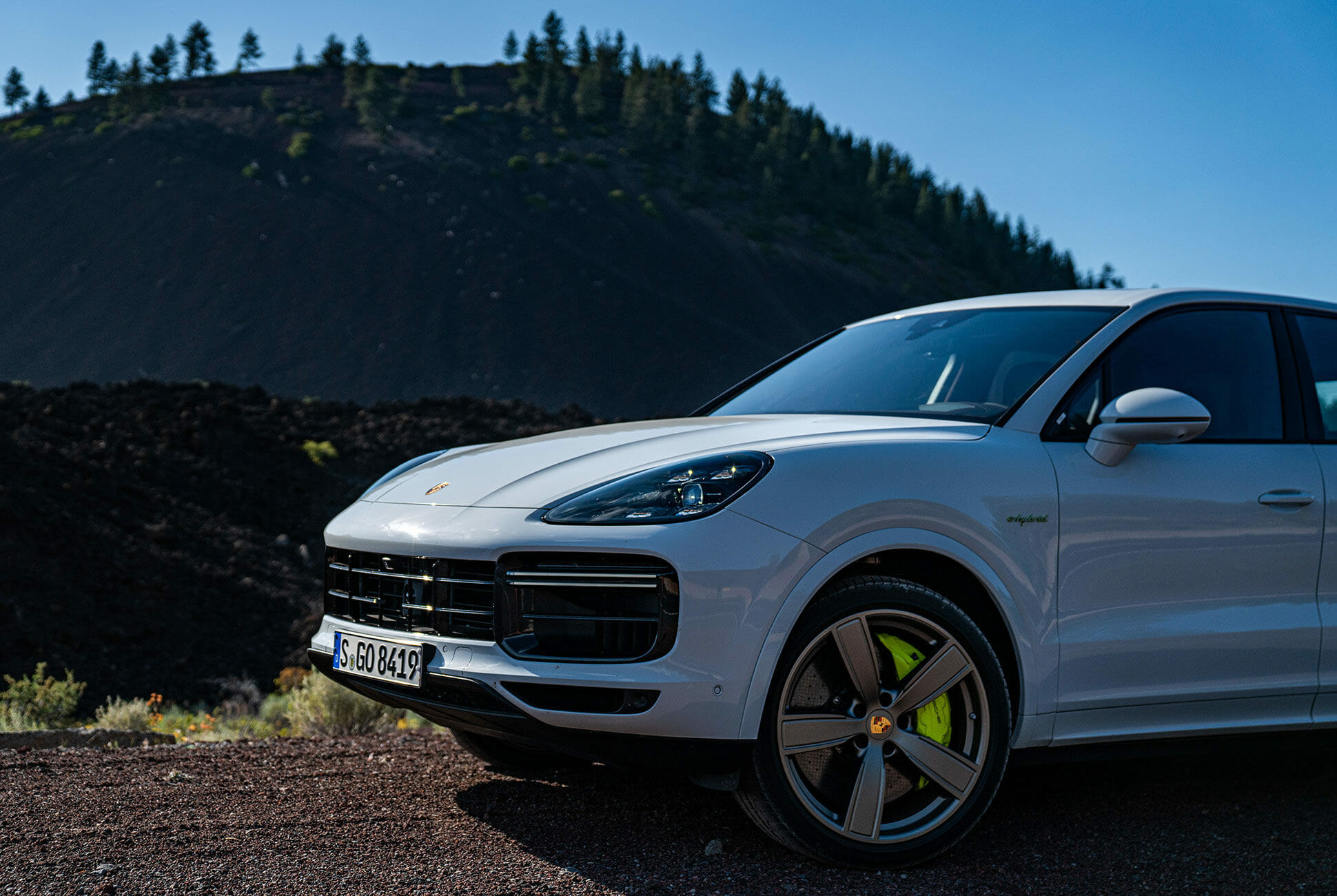 Pair-of-High-Tech-Porsche-Cayenne-Hybrids-gear-patrol-Lava-ambience-7