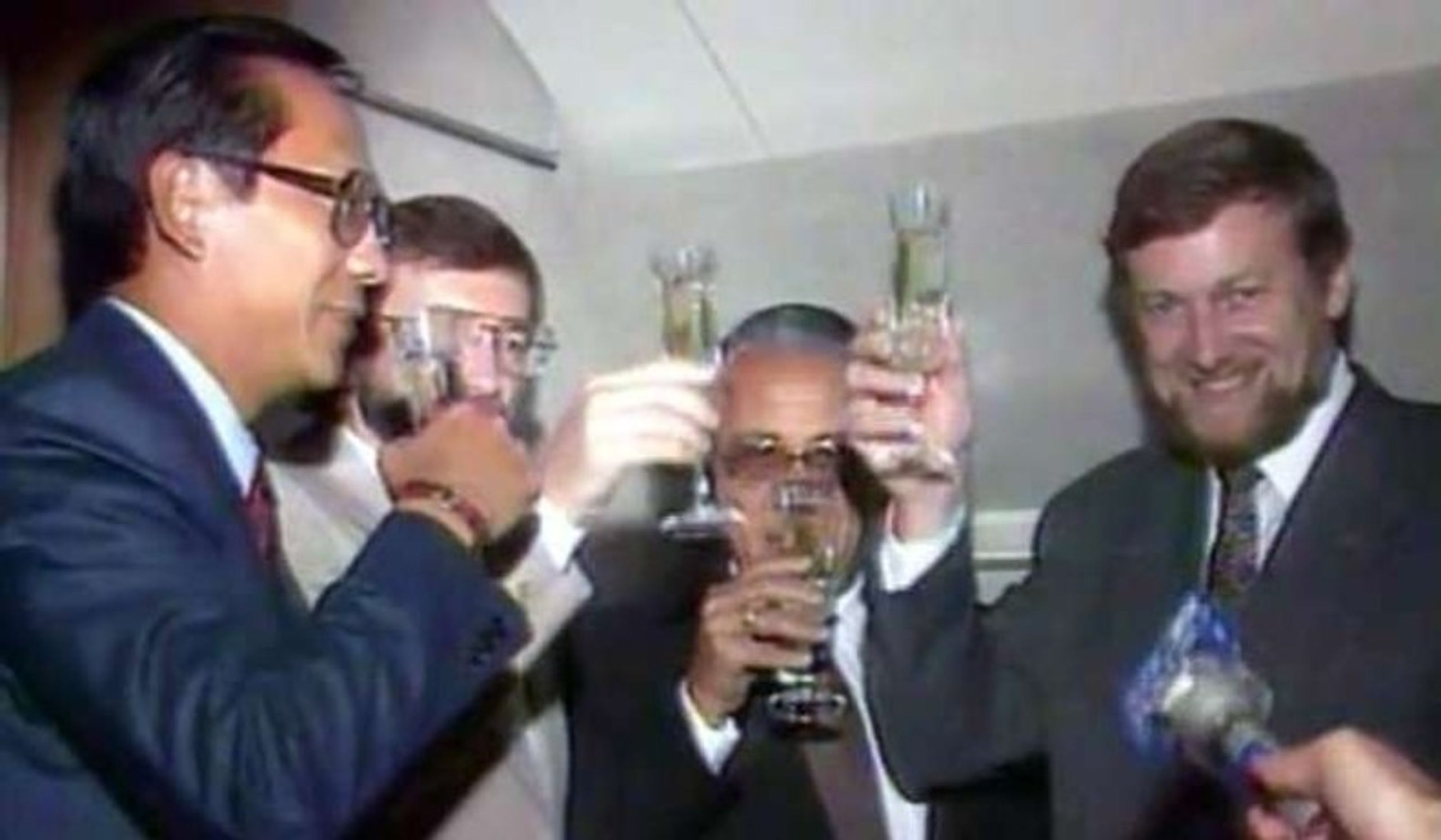 Australia's Gareth Evans (right) and Indonesia's Ali Alatas (beside him) toast the signing of the Timor Gap oil treaty